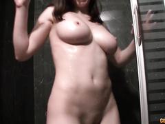 Пышногрудая модель сосет у импозантного любовника в секс чате