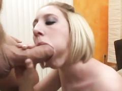 Блондинка из немок смакует большой хуй муженька перед камерой